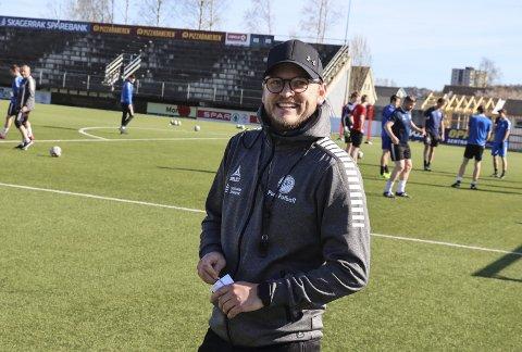 Glad: Pors-trener Stig Haddal er glad for endelig å ha fått en konkret dato for seriestart i 3.divisjon. Selv om det ikke blir før i august, så har de i alle fall noekonkret å jobbe mot. Usikkerheten er noe av det verste for motivajsjonen i spillergruppa og hele klubben.