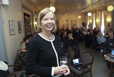 Mange: Mange ønsket å høre Hanne J. Nordgaards økonomiske værmelding for det nordafjelske. Foto: Rune Pedersen