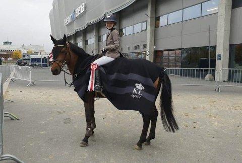 VISTE KLASSE: Ingrid Sandhei Bjørklund, Team Øyjord, red finale i Oslo Horseshow. Og det med sterke resultater. Foto: Privat