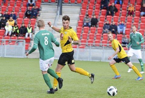 TIL TOPPS: Fredrik Nedregård er klar til å saste med Rana FK. – Nå handler det bare om  bli kvitt skaden, sier 22-åringen, som spiller både stopper og midtbane.
