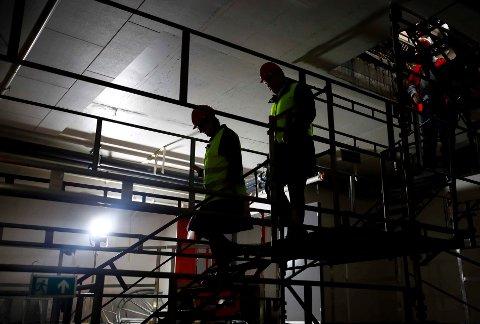 A-krimsenteret kontrollerte fire byggeplasser i Mo i Rana med svært nedslående resultater: - Hårreisende at enkeltaktører systematisk velger å omgå regelverket og samtidig bidra til grobunn for arbeidslivskriminalitet, sier Lars-Jørgen Gunnestad, koordinerende leder for A-krimsenteret i Nordland. Bildet har ikke noe med de kontrollerte byggeplassene å gjøre.