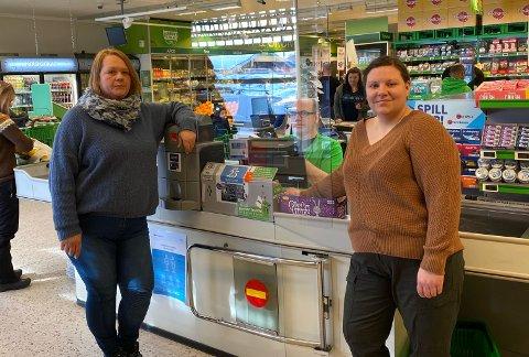 Kiwi-butikkene i Ran ber deg starte påskehandelen allerede denne uka. På bildet: Butikksjef på Kiwi Langneset, Line Antonsen , kasserer Johnny Jonassen og butikksjef på Kiwi Ytteren, Ida Viikki.