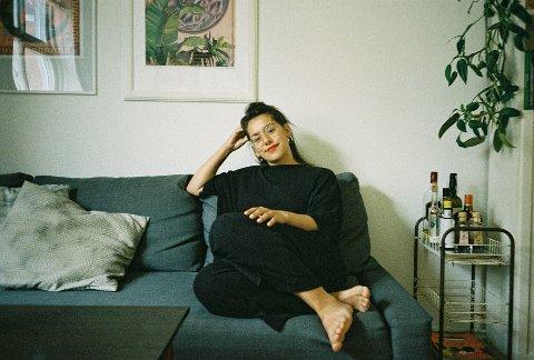 Kaia Fransiska Lundenes vokste opp på Ytteren, men følte tidlig at hun ikke passet inn. – Det var nok en usikkerhet jeg følte på, for jeg følte ikke at det var et stort miljø for teater, og ikke så mange som delte lidenskapen min.