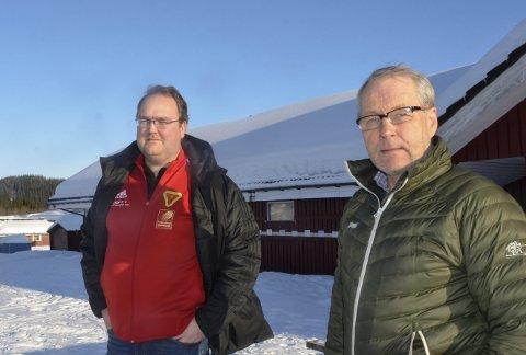 Ståle Lysfjord (t.h.) leder av hovedkomiteen til Hovedlandsrennet og B&Y ILs Tom Kristiansen må vente til i 2023 før landets beste 14- og 15-åringer i skiskyting inntar Skillevollen.