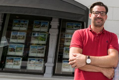 MYE Å VELGE I: - Det er absolutt kjøpers marked, og det tar lengre tid å selge en bolig nå enn folk har vært vant til, sier avdelingsleder Terje Heggen i Eiendomsmegler 1 Ringerike.