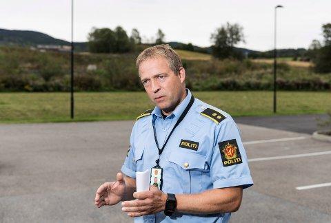 POLITIMESTER BASTIAN: – Jeg er genuint opptatt av at alle skal ha det bra, sier Morten Lafton, som nå henger av seg politiuniformen og på seg ordførerkjedet.