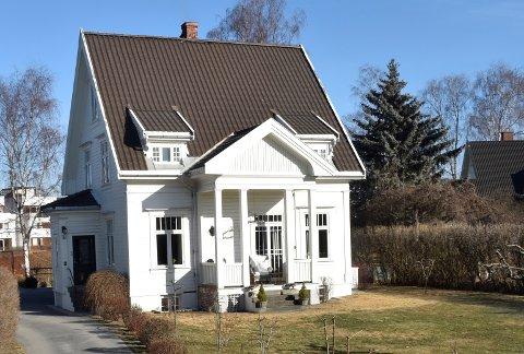 GAMMELT HUS: Huset på Vesterntangen har fått nytt liv etter at en familie fra Hønefoss har brukt flere år på renovering.