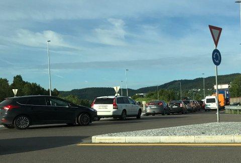 KØ: På riksvei 22 i retning mot Dynea og Rælingstunnelen er det onsdag morgen nærmest stillestående kø.