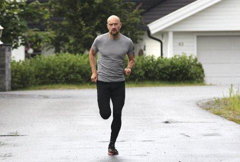 LØPInG: Jann Post ville snu livsstilen og finne tilbake treningsgleden. Han ble bitt av løpebasillen og har siden løpt maraton i hele verden. Foto: Veronika Sletta