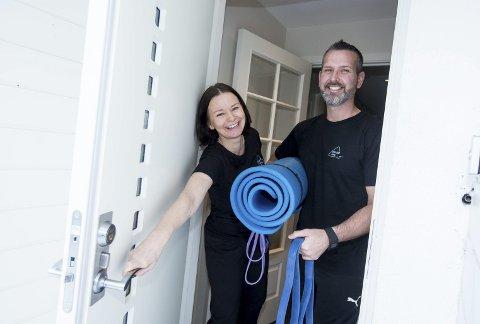 Dørstokkmila: Marianne Farstad og personlig trener Jason Rødsjø Davidson kommer hjem til deg som ønsker å trene i din egen stue. Alle foto: Tom Gustavsen