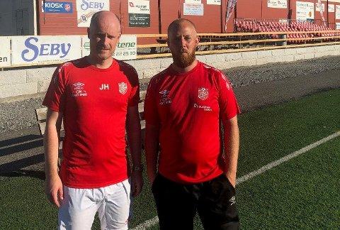 PÅ TOPP: Skedsmo-trener Jørn Harethon (t.v.) og sportssjef Kim André Pedersen kan lese 4.-divisjonstabellen med et smil.