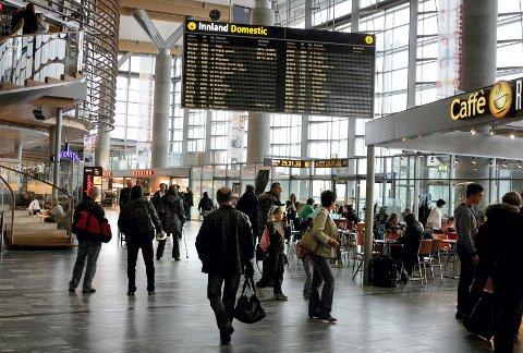 TILBAKE TIL TERMINALEN: Den tørste litaueren måtte hentes av politiet på Gardermoen-terminalen både lørdag og søndag. Illustrasjonsfoto.
