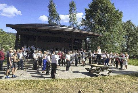 GJENSTÅR SUKSESSEN: Fjorårets Korpsfestival ble arrangert i strålende vær. Nå håper arrangørene Røyken Brass å gjenta suksessen.Foto: Røyken Brass