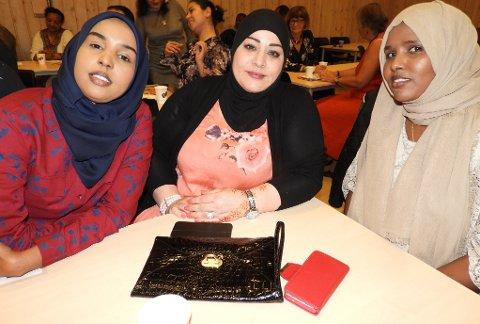 DAMEBORD: Halima Al Hamadi fra Syria i midten, sammen med Ayan og Raliyo fra Somalia.