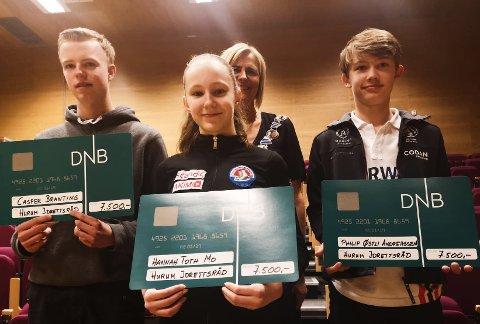 FIKK STIPEND: Hanne Toth Mo (13), Philip Østli Andreassen (13),og Casper Brating (17) fikk Hurum idrettsråds stipend for 2019. Nahom Kebraeb Niguse (17)  var ikke tilstede.