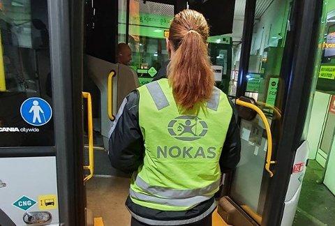 BILLETTKONTROLL: Mange forlot bussen under billettkontrollen på Sande Torg torsdag ettermiddag. (Illustrasjonsfoto)