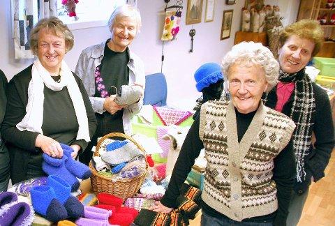 GODE INNTEKTER: Haukerød sanitetsforening fyller 90 år. Dette bildet er tatt i forbindelse med julemessa i 2010. Fra venstre står leder, Alfhild Fevang, Ågot Mathisen, Marit B. Klavenes og Randi Pettersen.