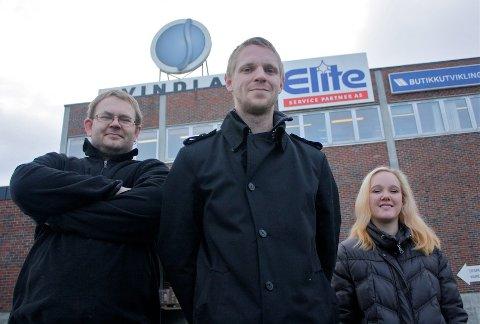 STARTER UNGDOMSKLUBB: Arne Ragnvald Haugstad, Glenn Gudmestad og Silje Siglevik starter Garage Motorklubb i det gamle Svindland-bygget i Hovebakken. Den fjerde initiativtakeren, Widar Oaland, var ikke til stede under fotograferingen.