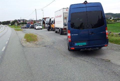 FULLT: Til slutt var det ikke plass til vegvesenet som fredag hadde kontroll på Skjæveland.