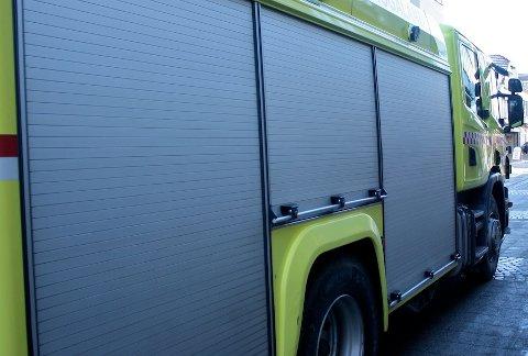 BRANN: En buss stod i natt i brann ved Arboretet i Sandnes.