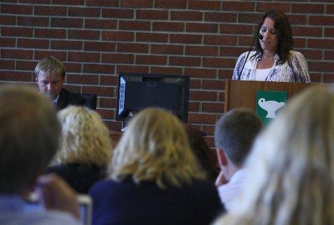 UTSETTES: Øydis Standnes uttrykker sin bekymring over forhasting i saken om flerbrukshall på Ganddal for bystyret. Sandnespolitikerne var enige i at saken ikke er godt nok belyst og vedtok å utsette saken.