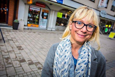 GLEDER SEG: Regine Hansen i iSarpsborg ser frem til folkeliv og aktiviteter i forbindelse med utekino.
