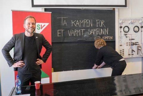 Oslo  20150616. SV leder Audun Lysbakken holder sommerpressekonferansen på Tøyen skole tisdag formiddag.  Foto: Torstein Bøe / NTB scanpix
