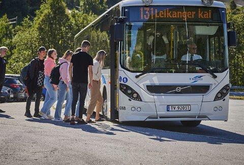 STREIK: Frå laurdag morgon vil bussane i Sogn stå.