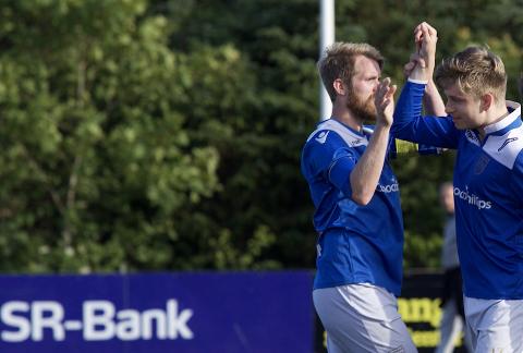 Vegard Olsen (t.h.) ble matchvinner mot SIF. Her sammen med Mats Økland Jellestad.