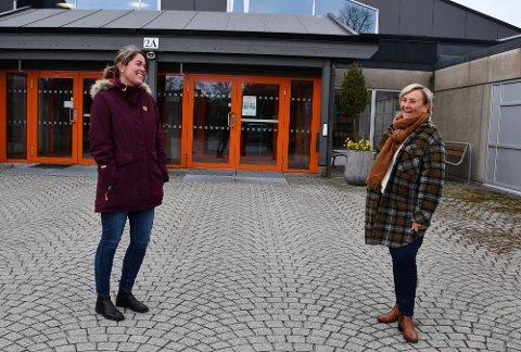 GLADE: Linda Tungland er glad for at ho får sjansen til å bli betre på digital marknadsføring og kommunikasjon, medan Kari Førland Lauvsnes er glad for å at kompetansen i Ryfylke blir auka.