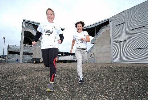 KLARE: Inger Vinje (til venstre) skal teste den nye halvmaratonen under lørdagens Skagerakløpet. Hun har bare testet distansen på 21 kilometer én gang tidligere, og håper å komme inn på den samme tiden (to timer og 23 minutter). Kjersti Stordalen på sin side, drømmer om 1000 deltakere. foto: ole martin møllerstad