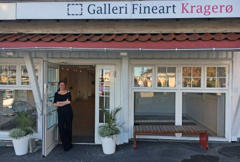 LOKAL: Mari Hole Trondsen er fra Kragerø og skal drive galleriet gjennom vinteren.
