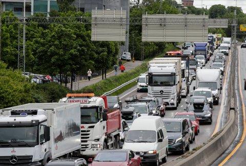 Slik så det ut i rushtiden mandag morgen. Kapasiteten gjennom Oslo var halvert. Foto:NTB Scanpix