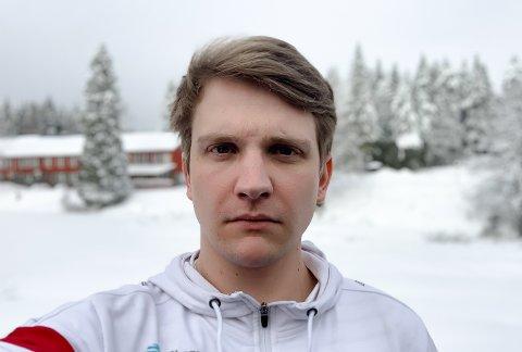 MÅ VENTE: Marius Norli skjønner ikke hvorfor ballen ikke kastes i gang igjen. Foto: Privat