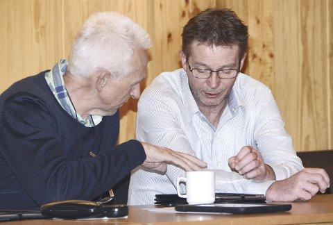 - I løpet av totalt 14 år har jeg for det meste opplevd at det å være en valgt representant for folket kun har vært en glede. Slik er det ikke lengre, sier Tore Brevik (til høyre). Her sammen med Knut Botten.