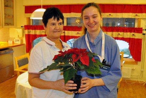 GIR OMSORG: Anne Irene Bjøringsøy og Ewelyna Uryga er to av seks ansatte ved skjermet avdeling ved Smøla sjukeheim.