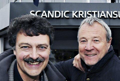 Ny leder: Tore Kristiansen (til venstre) tar over ledervervet i Kristiansund Sjakklubb etter Eilif Odde.