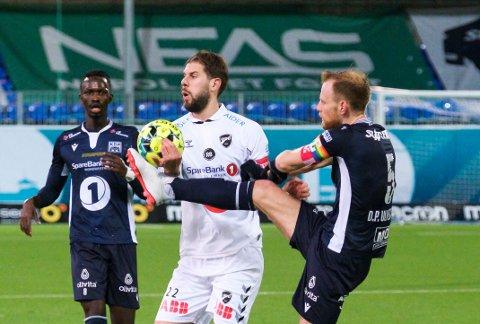 Dan Peter Ulvestad og Robin Simović i duell da Kristiansund slo Odd 4-3 i en svært dramatisk kamp på på Kristiansund stadion.