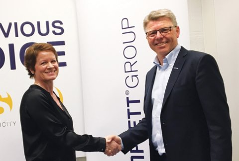 SAMARBEIDER: Elin Maaren, økonomidirektør i Komplett og Sven Ingebretsen, administrerende direktør i Sergel.