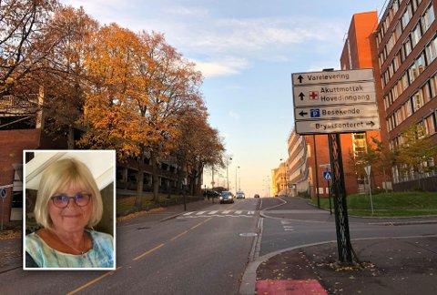 FULLT I P-HUSET: Anne Marie Jensen skulle kjøre mannen til kontroll på sykehuset i Tønsberg. Etter å ha gitt opp å parkere i det smekkfulle p-huset til venstre, skjedde tabben da hun skulle parkere på gata.