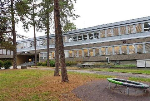 TESTET POSITIVT: To klasser ved Byskogen skole er satt i ventekarantene, etter et smittetilfelle tilknyttet klassene.