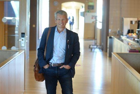 LØFT BLIKKET: Næringspolitiker Terje Sørvik (Ap) mener lokalpolitikerne må løfte blikket og planlegge nye næringsarealer i et langsiktig perspektiv. –  Det er for sent å starte dette arbeidet når ei bedrift med behov for arealer banker på døra, sier Sørvik.