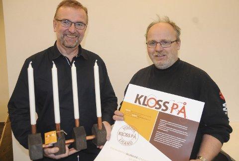 Nytt Produkt: Tor Kristian Johansen og Jonny Vindfjell med den fleksible lysestaken, som Lisand Industrier har begynt å produsere.  Foto: Øystein K. Darbo