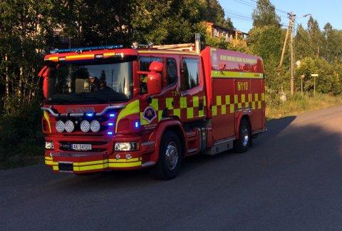 FØLGERMED:Arkivbilde fra brannbil på Sørliveien under brannene søndag.