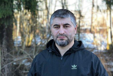 TJSETSJENSK:Alijev Løma bor med familie i Skytta og er leder i Tsjetsjensk Islamsk Kultursenter.