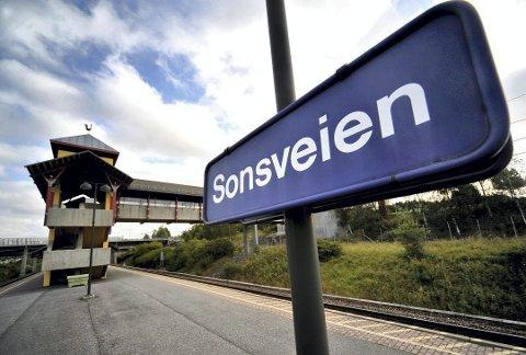 BLE FOR DYRT: Planen var å bygge sykkelhotell med solcellepanel på taket her på Sonsveien stasjon. Nå er klimasatsmidlene Vestby kommune fikk tildelt i 2016 trukket tilbake.
