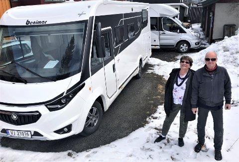 BARE MÅTTE FINNE PÅ NOE: Gerd og Morten Steinar Rugsveen fant etter en halv time ut at pensjonisttilværelse på heltid ikke var noe for dem. Nå har de startet bobilutleie.