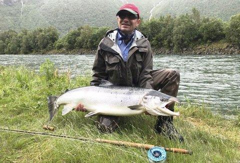 Tok den største: Andreas Bender tok årets største laks i Driva med denne ruggen på 17 kilo, tatt med flue på Hovenøran 20. juni.Foto: Privat