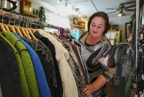 Ikke noe mainstream: – Jeg har klær som man ikke finner så mange andre steder. Litt rampete og litt gøyale. Men det viktigste er at det skal være god kvalitet og plagg som varer, forteller Anne May Olsen.