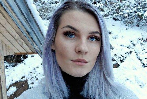 Åpen og ærlig: Renathe Øien (22) har ingen hun kan kalle en nær venn: - Det er en vanskelig innrømmelse å komme med, men jeg håper det kan få meg og andre til å føle seg sett og mindre alene.